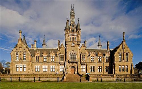 爱丁堡大学综合及优势专业排名汇总 多个学科进入世界100强