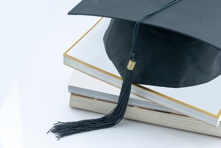 2018年留学新政 关于公布国(境)外学历学位认证失信行为的公告图1
