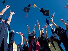留學生回國就業現狀如何?行業收入數據對比