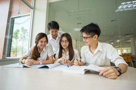 英国留学选择专业时需要注意什么?先选学校还是先选专业?图1