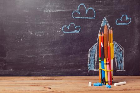 托福独立写作范文汇总之自主阅读和老师布置阅读任务哪个更重要图1